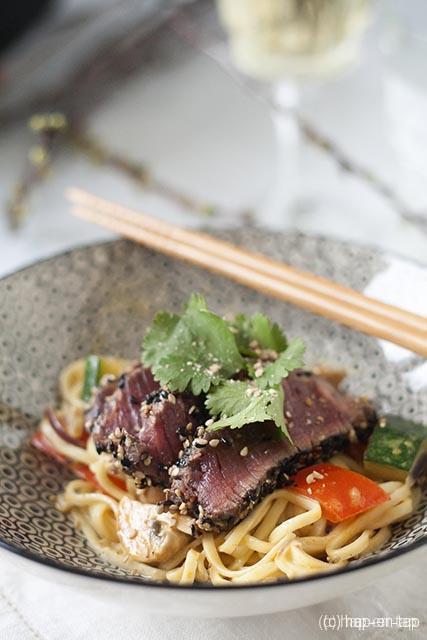 Pittige wok met noedels en rundvlees