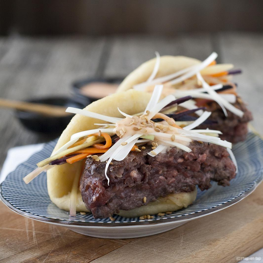 Steamed buns met dry-aged hamburger