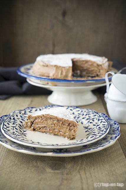 Meringuetaart met chocolade, hazelnoot en koffie