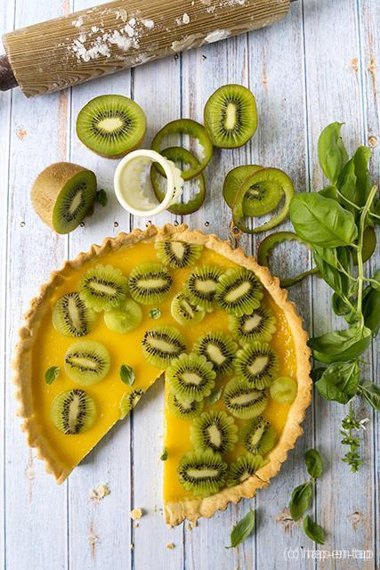 Friszure lentetaart met citroen en kiwi