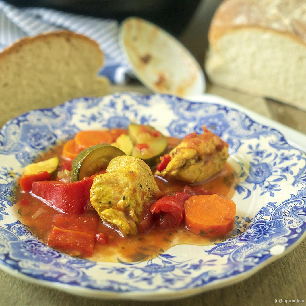 Tajine met zuiderse groenten en gemarineerde kip