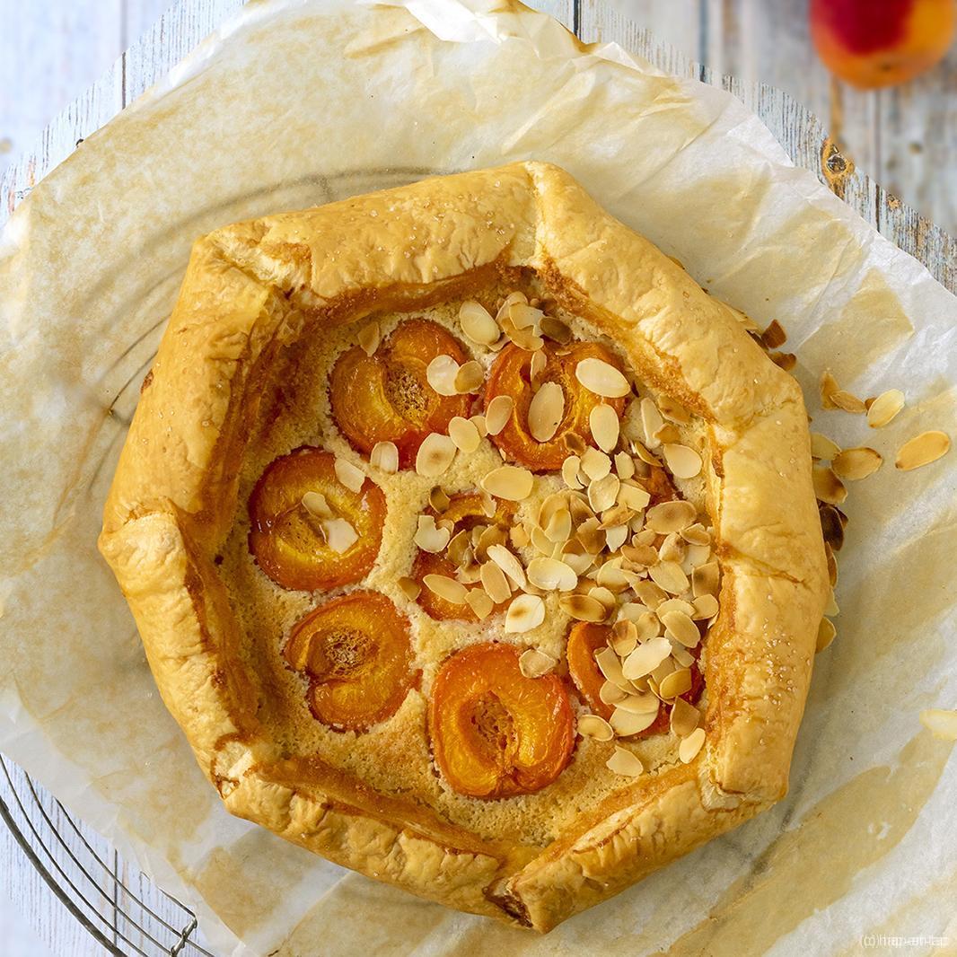Rustieke taart met frangipane en abrikozen