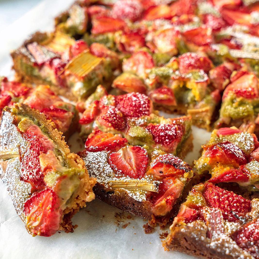 Aardbeien, rabarber en pistache repen