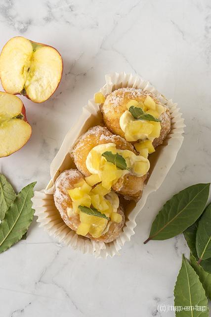 Donuts met banketbakkersroom met laurier en appel