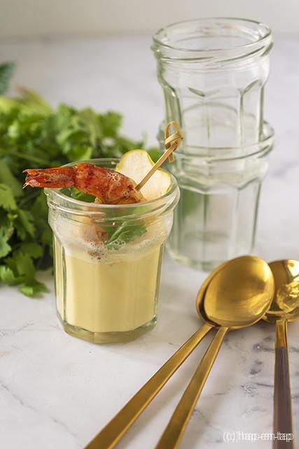 Thaise currysoep met garnaal, appel en kikkerbilletje