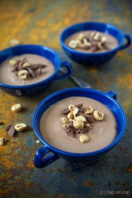 Praliné-chocolademousse, crêpes dentelle kruimels