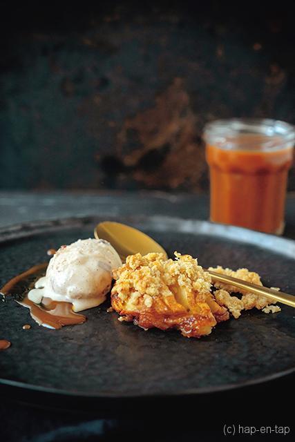 Hasselback appel, appeltaartijs, gezouten boter karamel