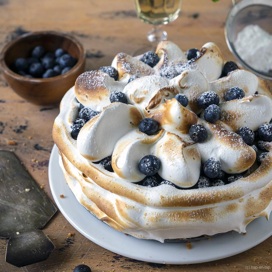 Cheesecake met lemon curd, bosbessen en meringue