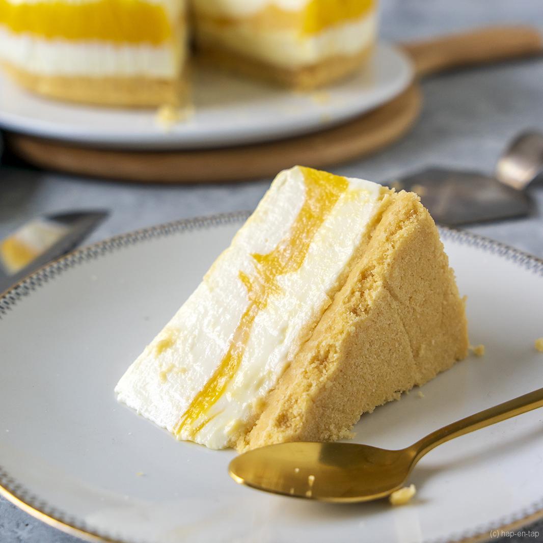 Gemarmerde mango-yoghurttaart