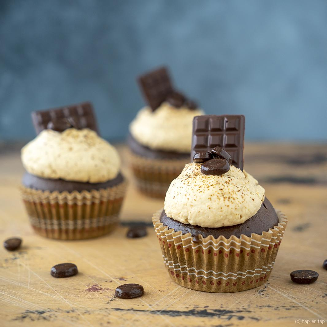 Koffie-chocolade cupcakes met karamel mascarpone crème
