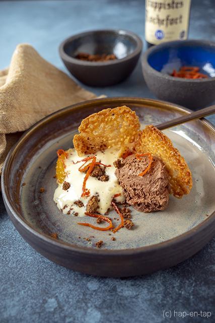 Chocolademousse met Rochefort, espuma van advocaat, kletskop, bloedsinaasappel