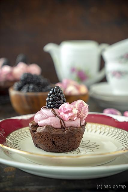 Braambessen brownies met meringues