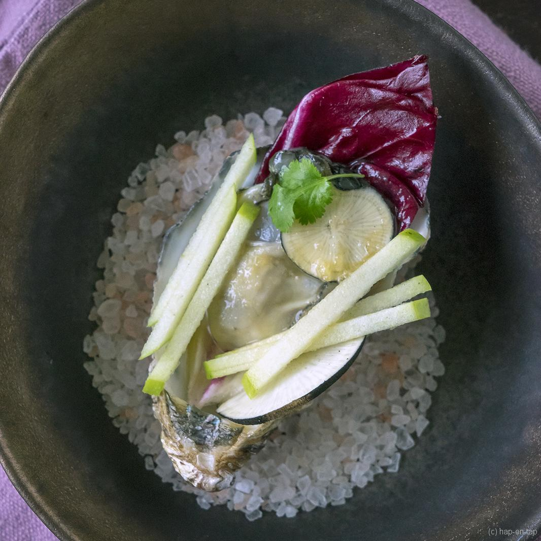 Oesters met appelsap, wasabi en koriander