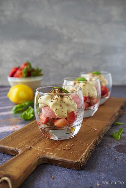 Gebakken aardbeien, espuma Brasil, crunch