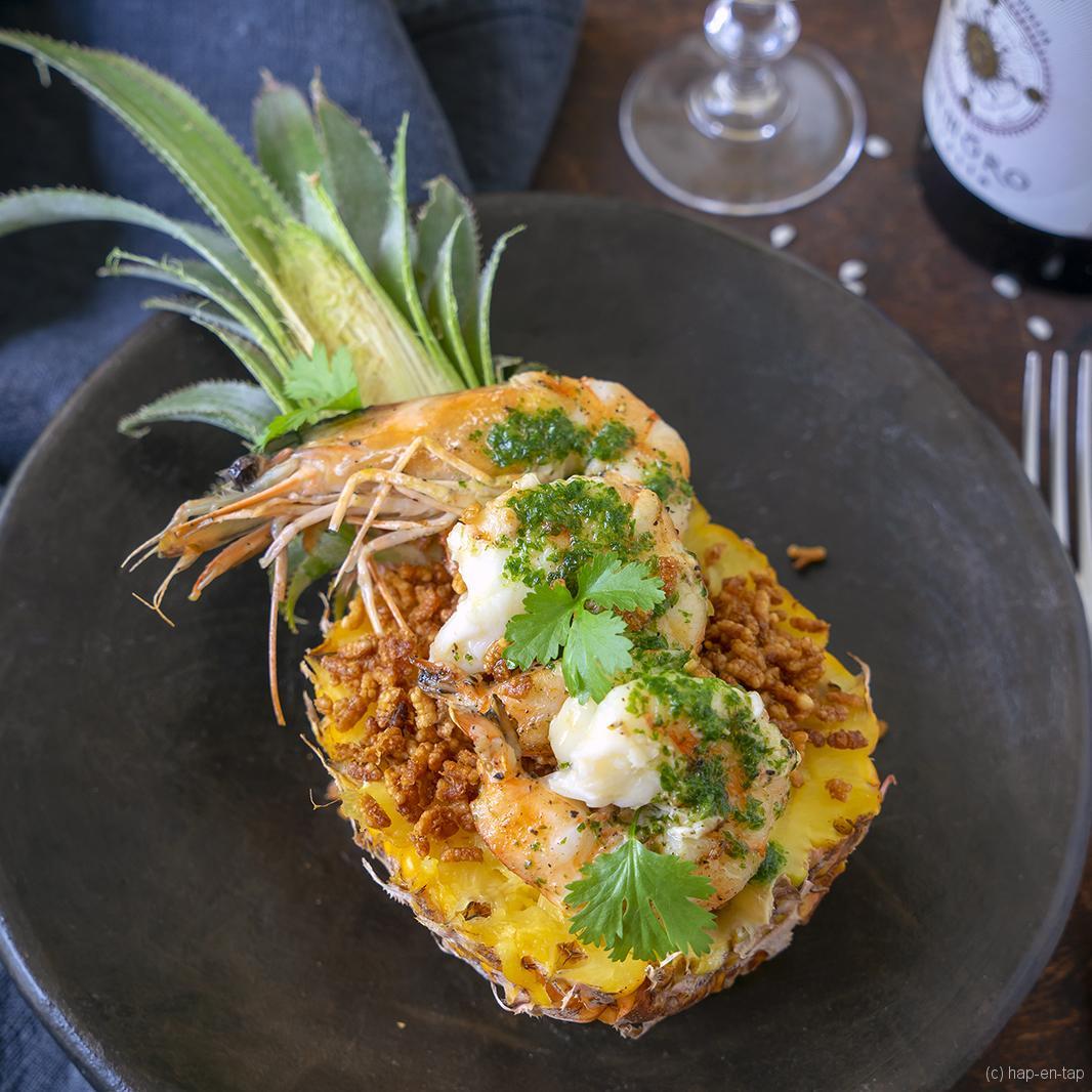 Baby ananas, gegrilde gamba's en gepofte paella rijst