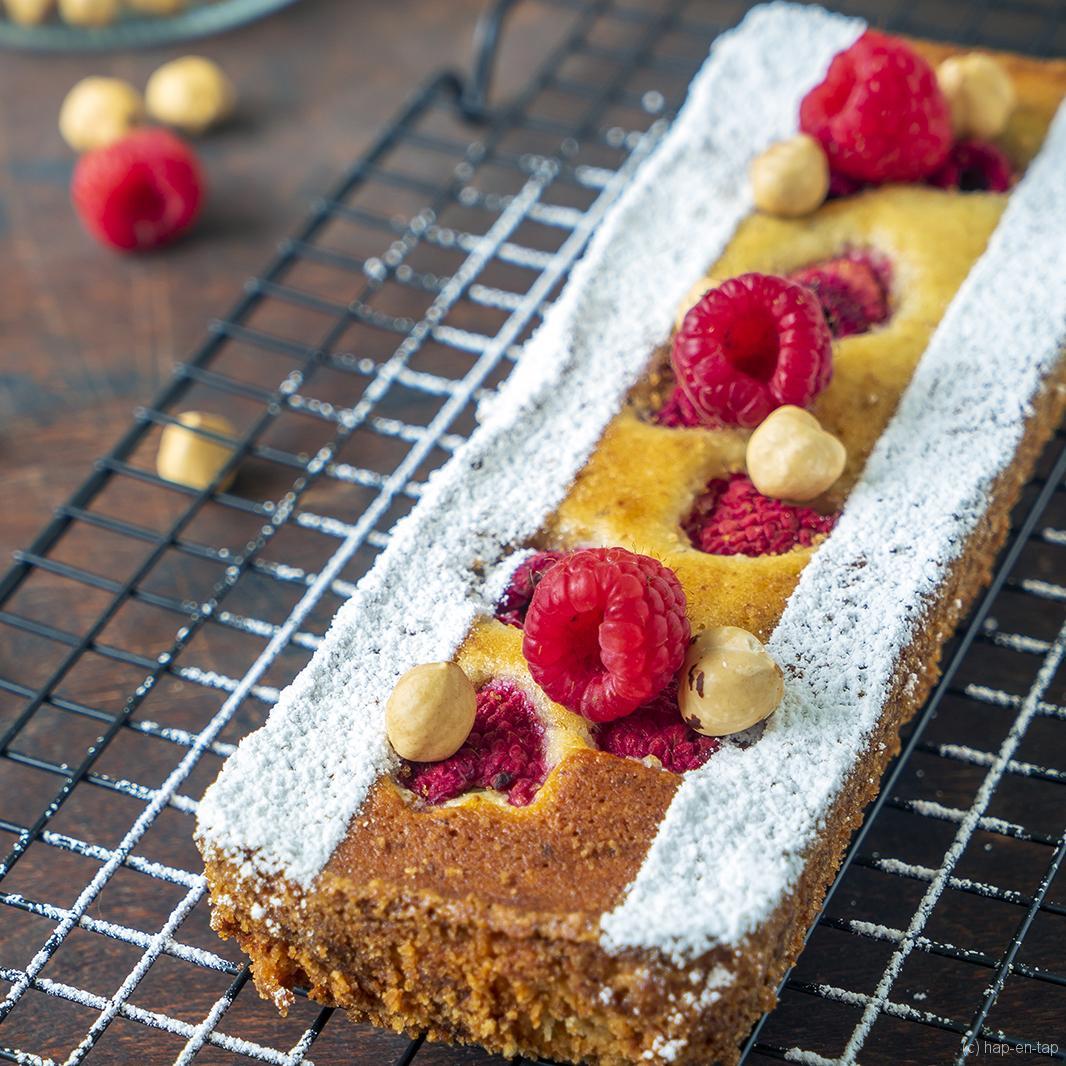 Cake met frambozen en hazelnoten