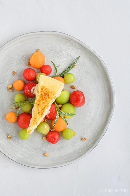 Citroen-ricottaparfait op een bedje van meloensalade