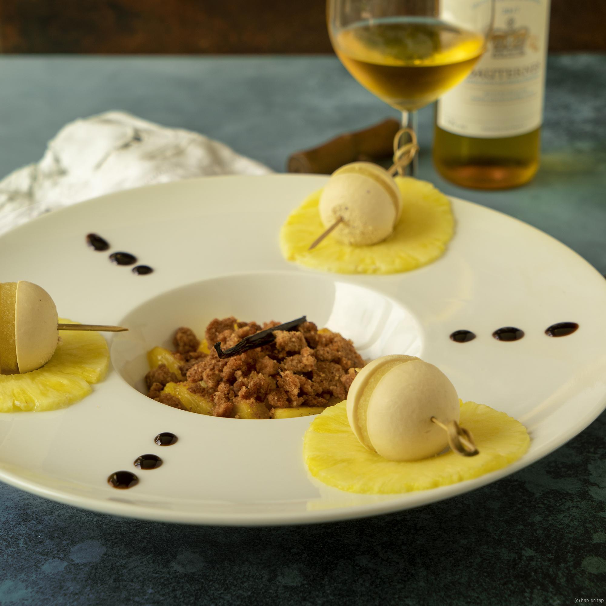 Foie gras bollen, ananas, peperkoek crumble
