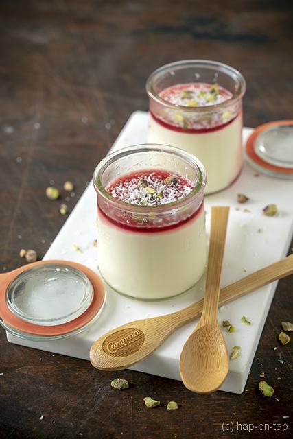 Malabi ofte Israelische romige melkpudding met rozenwater
