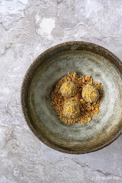 Aperitiefpraline van Roquefort en chocolade