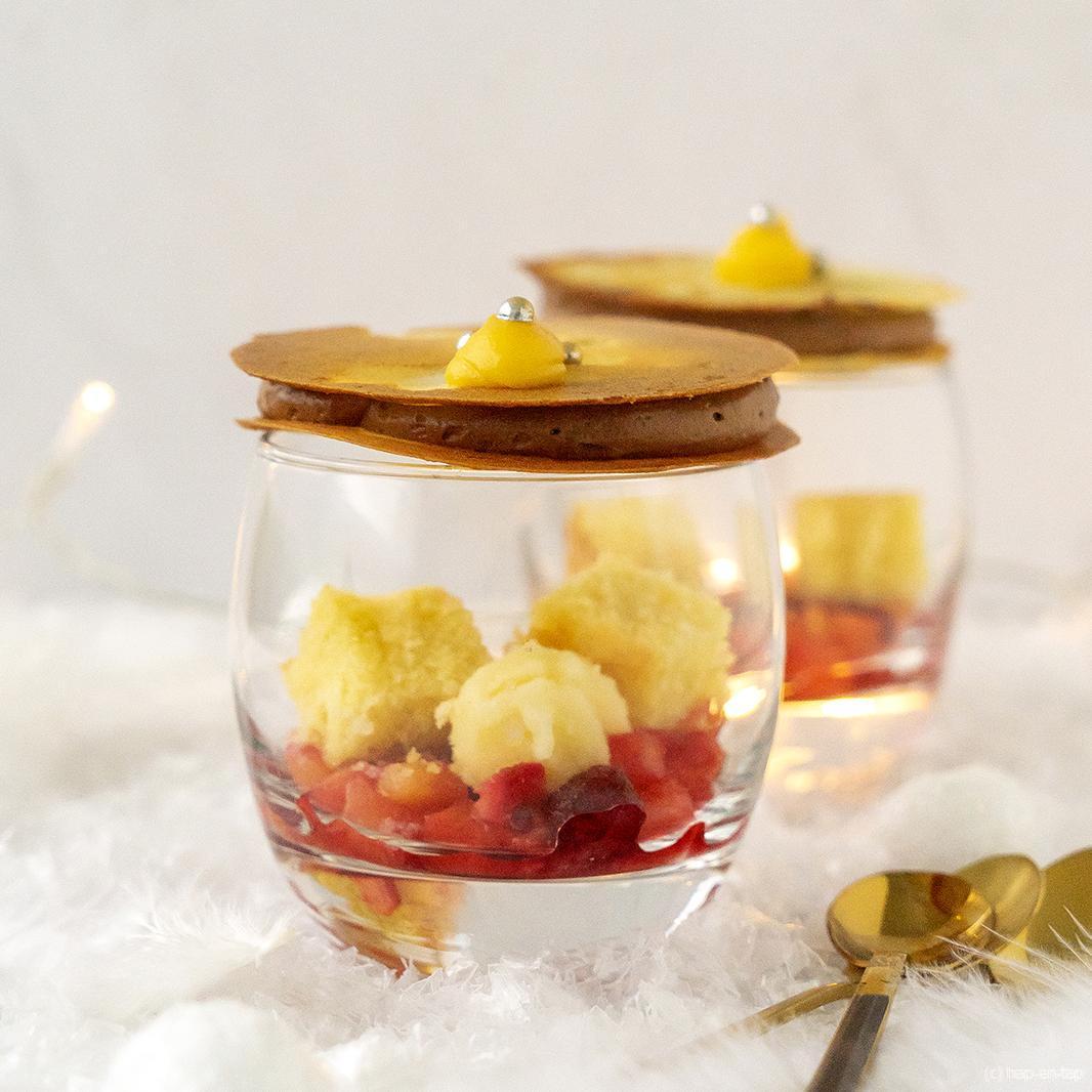 Exotisch dessertglaasje met ananas en chocolade