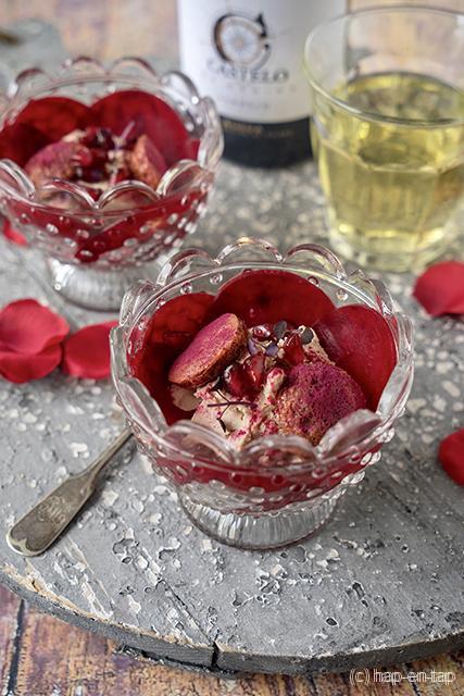Espuma van eendenlever, rode biet, granaatappel