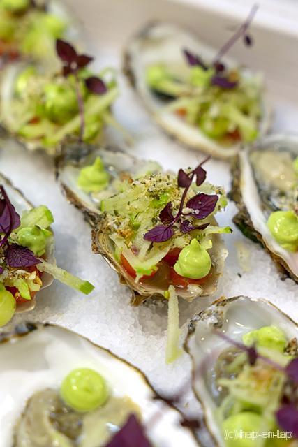 Gillardeau-oester, Granny Smith, komkommer, verbena, zeewiercrunch
