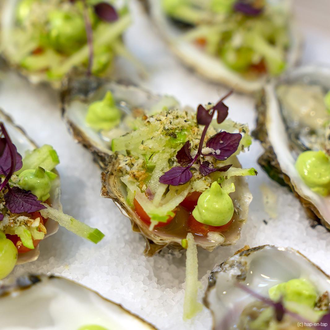 Gillardeau-oesters, Granny Smith, komkommer, verbena, zeewiercrunch