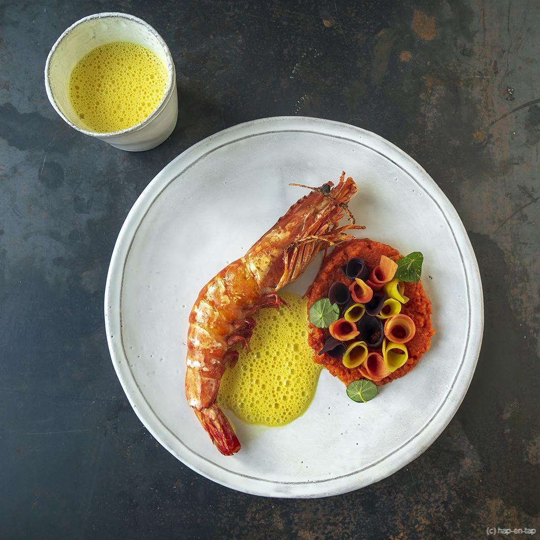 Gamba met citroen-saffraansaus, wortelpuree