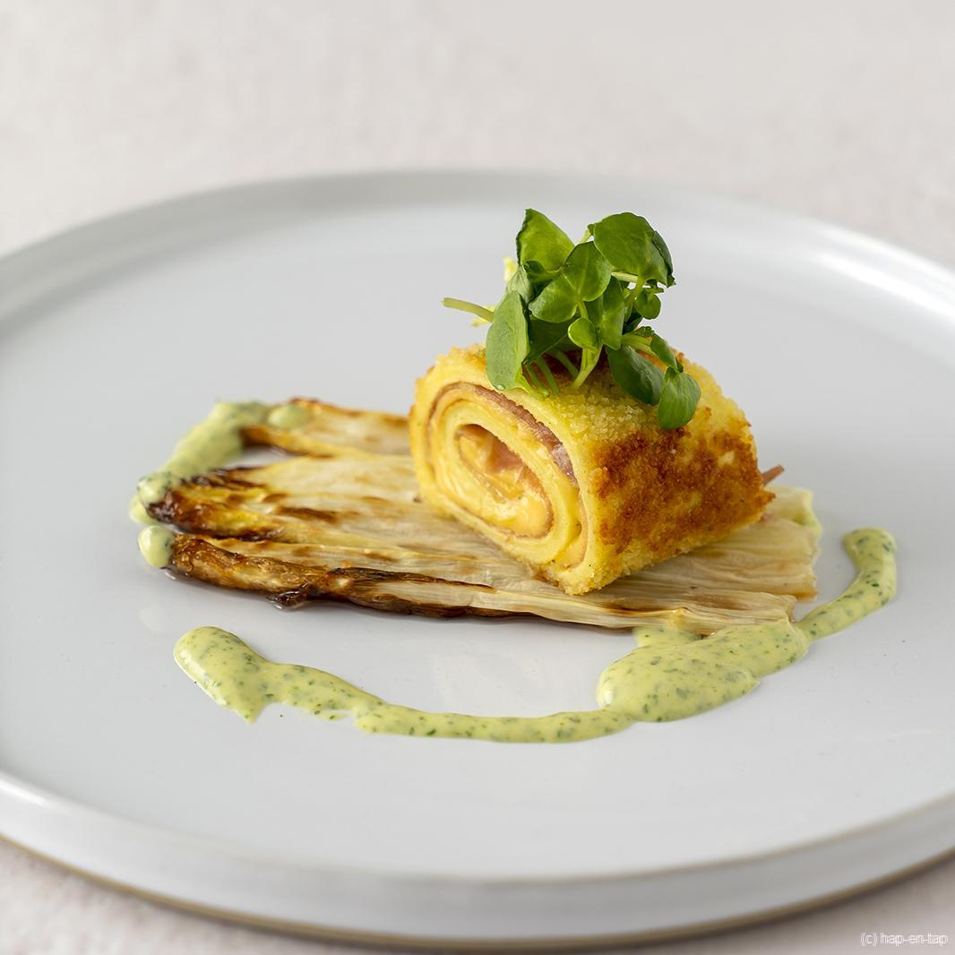 Kaas- en hampannenkoeken met gegrilde asperges