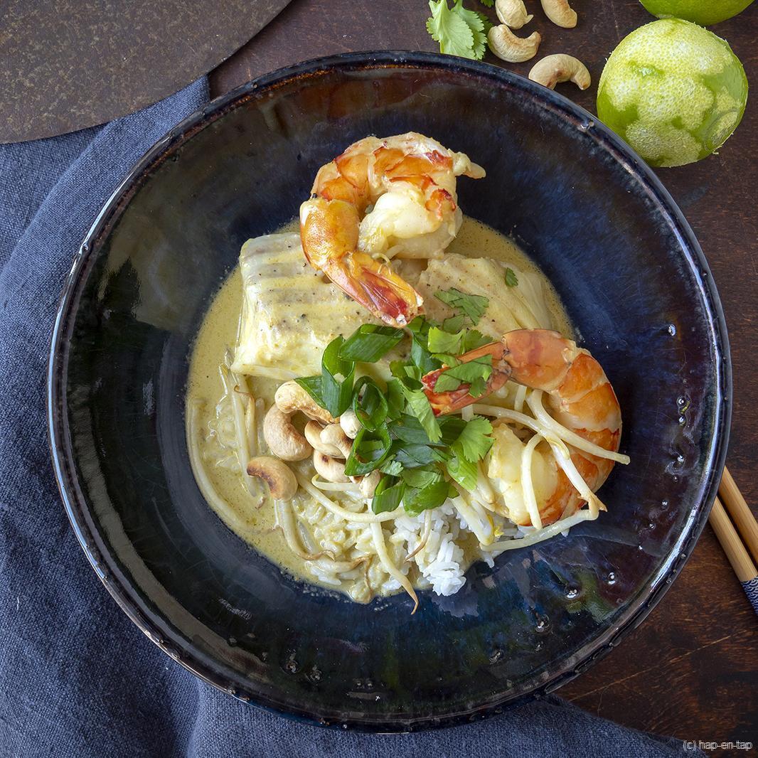 Thaise viscurry met kabeljauw en scampi