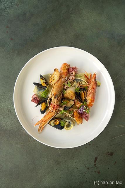 Pasta frutti di mare met langoustines, gamba's,...