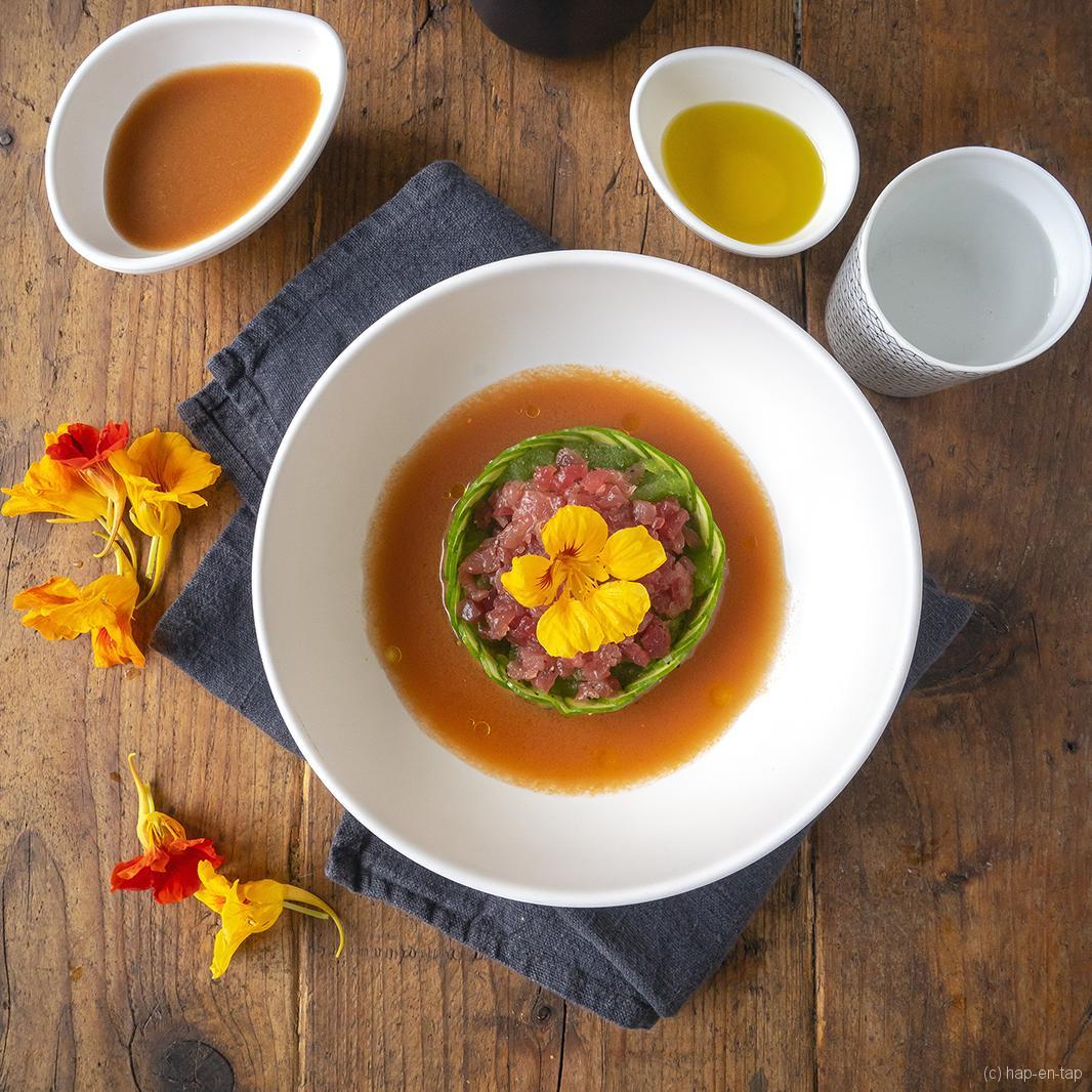 Koude tomatensoep, tonijn, komkommergranité