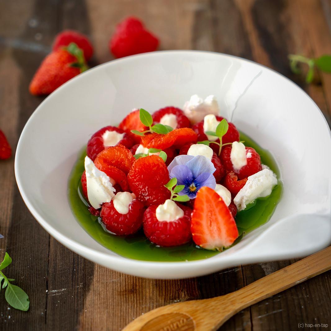 Dessert van framboos, gepofte paprika en basilicumsiroop