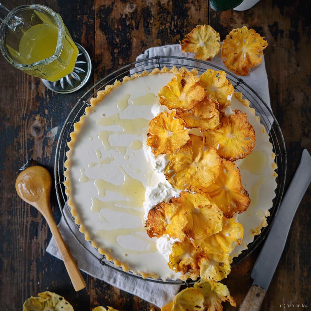 Kokos panna cotta taart met ananas bloemen