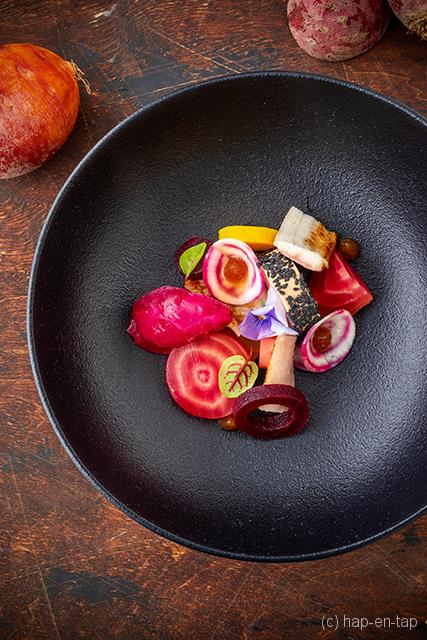 Gerookte paling met foie gras en structuren van biet
