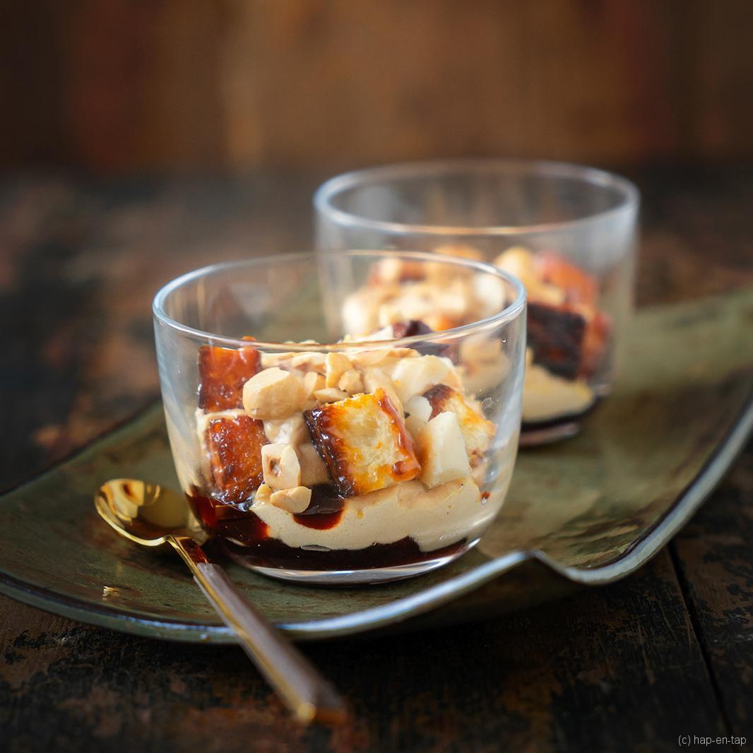 Espuma van foie gras met gekaramelliseerde brioche en noten