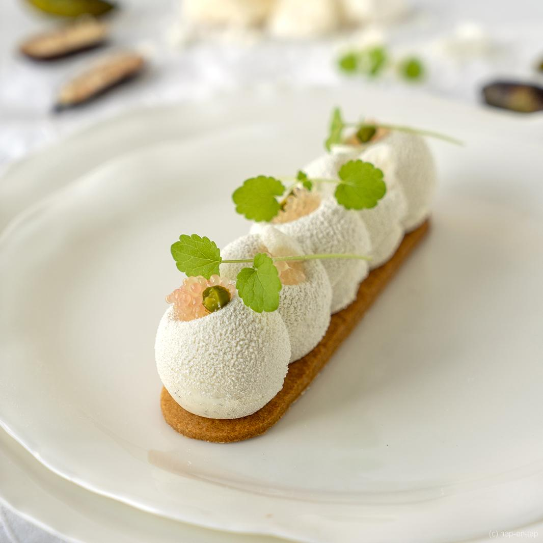 Finger lime mousse met witte chocolade ganache