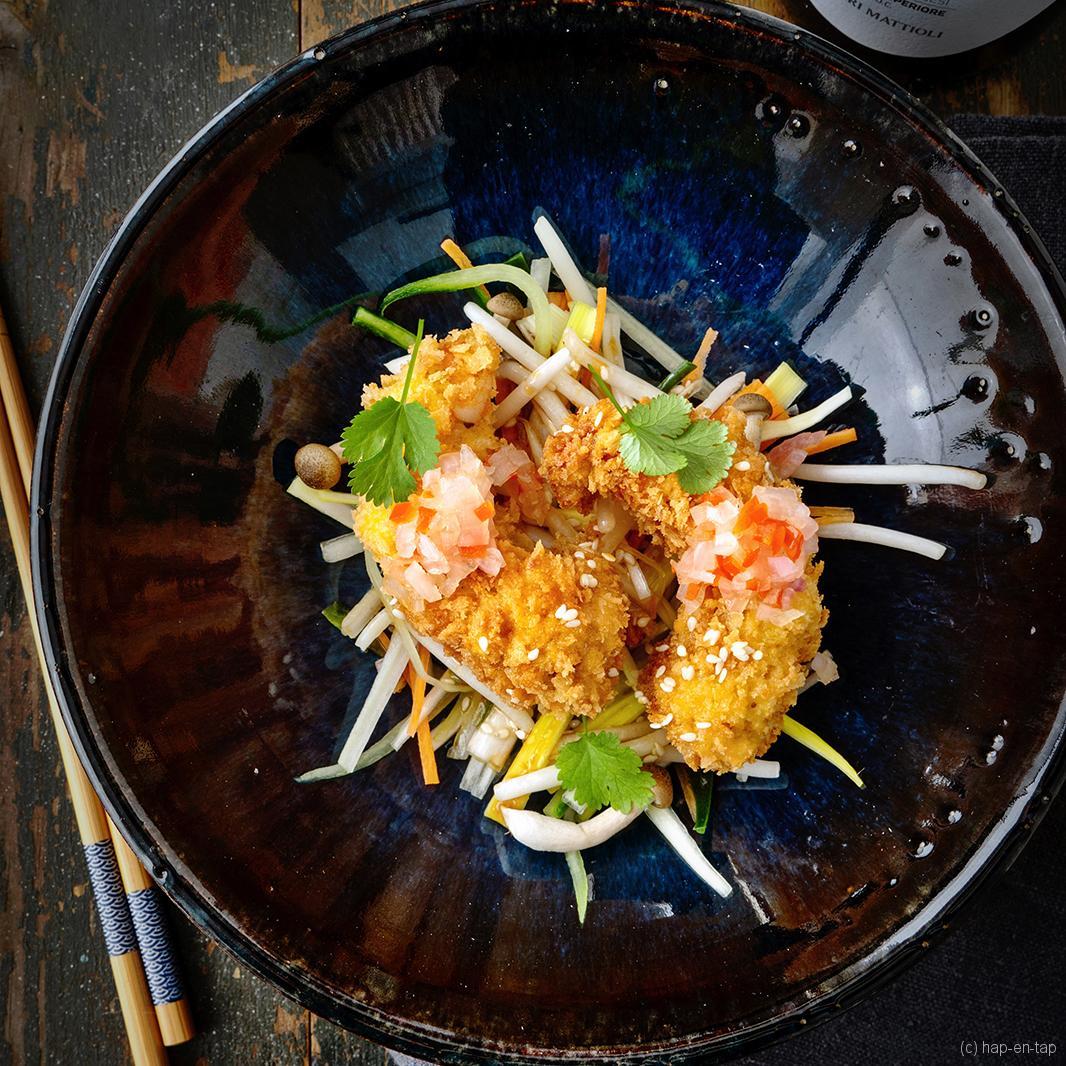 Krokante gamba's met Aziatische groentesalade en sesamvinaigrette