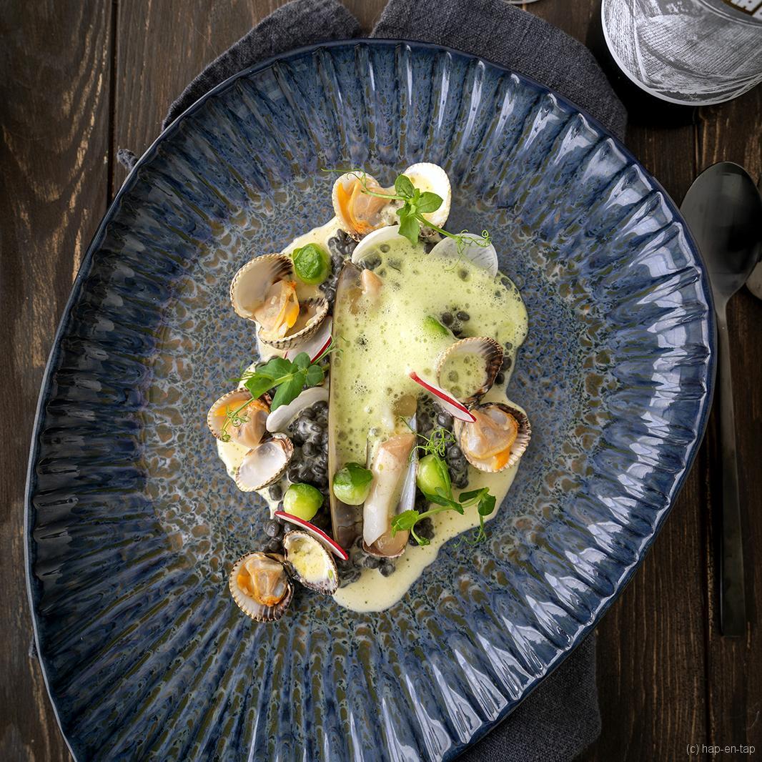 Scheermessen en kokkels, fregula, beurre blanc met dashi