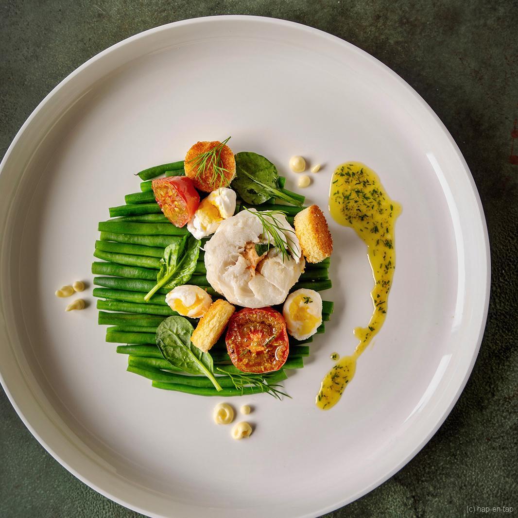 Kabeljauwrolletje, salade van groene boontjes, kwarteleitjes