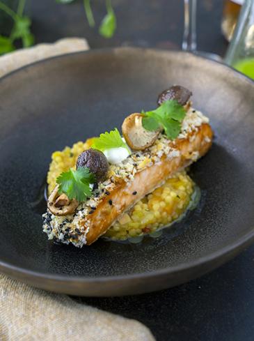 Zalm, teriyaki risotto van parelcouscous en shiitake